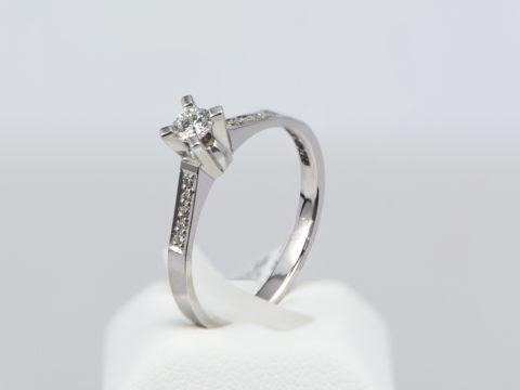 daxtilidi-monopetro-K18-diamantia