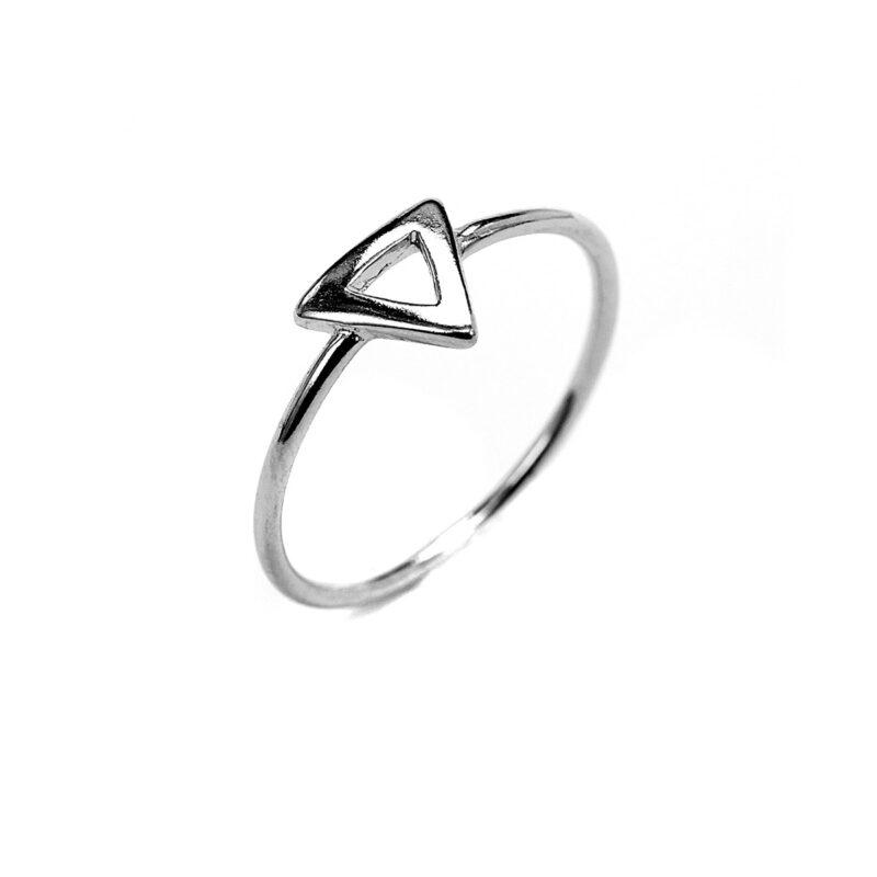 Μίνιμαλ δαχτυλίδι τρίγωνο