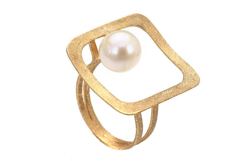 Χειροποίητο δαχτυλίδι σε κίτρινο σαγρέ χρυσό 14 καρατίων με φυσικό μαργαριτάρι